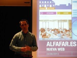 Mariano Julián Rochina presentando la web de Alfafar.